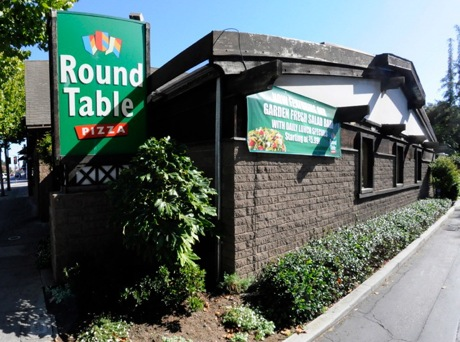 Big pizza, small price – today at Round Table