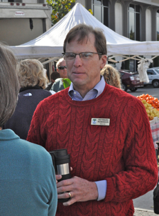 Post image for Mayor takes on all comers at farmer's market