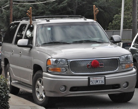 Post image for Spotted: Rudolph the red-nosed, er, SUV