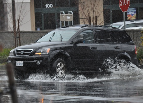 The deluge descends upon Menlo – latest rainfall and flooding updates!