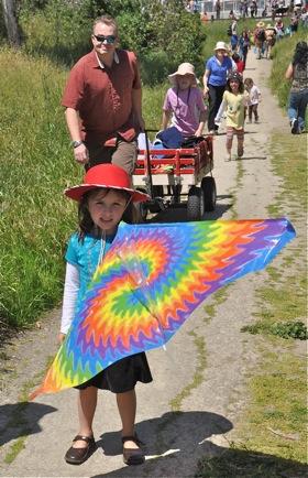 Kites abundant, wind absent at Menlo's Kite Day