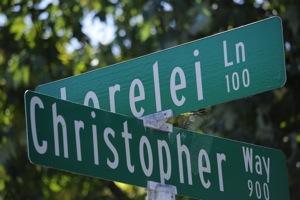 Lorelei Manor: Menlo's neighborly neighborhood
