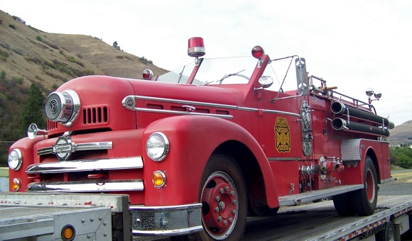 50s vintage Seagraves fire engine heads home to Menlo Park, CA