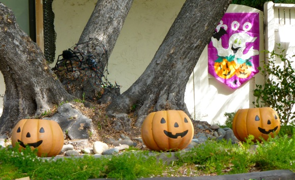 Halloween decorations in Menlo Park, CA