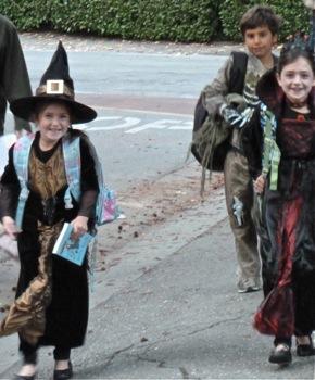 Halloween weekend hoopla begins in Menlo Park