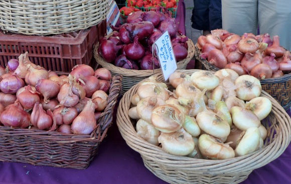 Onions and shallots at Menlo Park Farmers Market