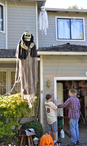 Final Halloween preparations on Sherman Ave.