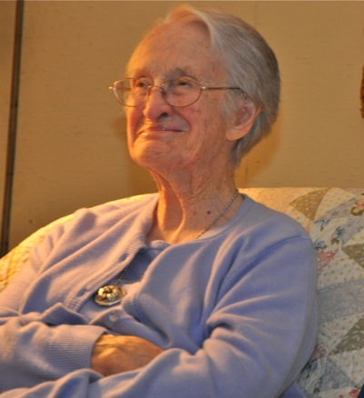Lifelong poet's verses take center stage at poetry reading
