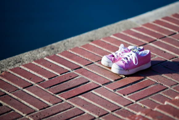 Pink shoes at Sharon Park in Menlo Park; photo by Scott Loftesness
