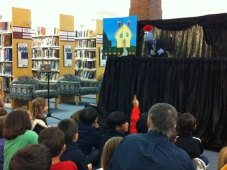 Puppet Art Theater performs at Menlo Park Library