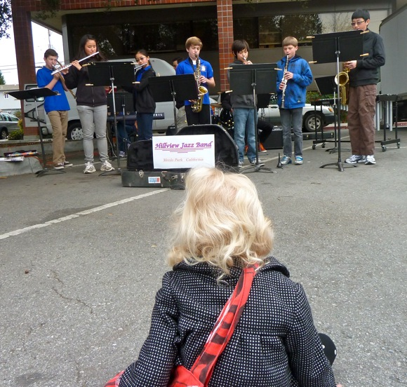 Hillview Jazz Band performing at the Menlo Park farmers market