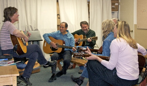 Menlo Park guitar enthusiasts take lesson from Carol McComb