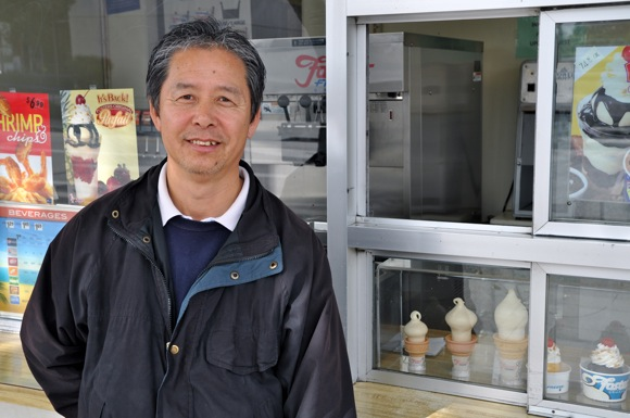 Sung Lee, franchise owner of Menlo Park's Foster's Freeze
