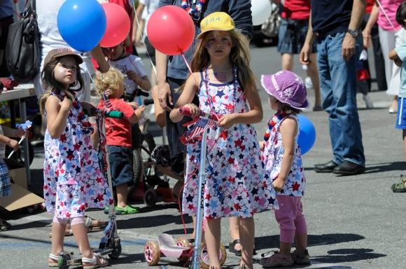 Post image for City of Menlo Park hosts 4th of July parade and celebration