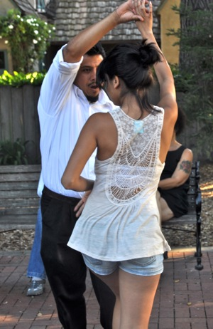 Latin sounds bring salsa dancers to Fremont Park