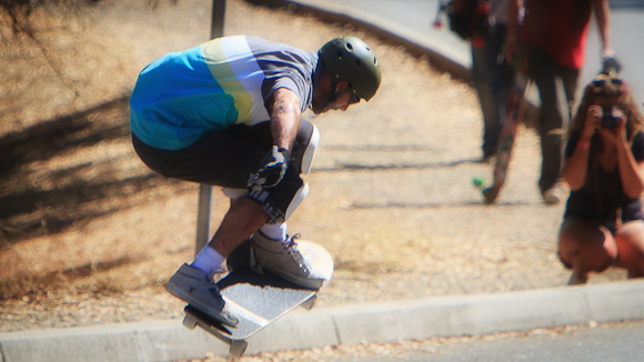 Skateboarders take over the Valparaiso hill