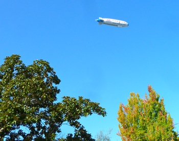 Zeppelin Eureka over Oak Ave. in Menlo Park