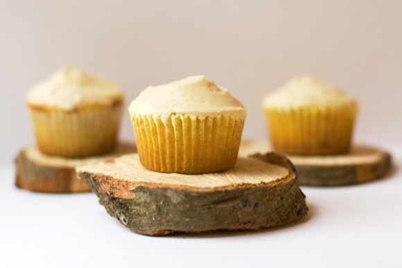 vanilla cupcakes wth Baileys buttercream frosting