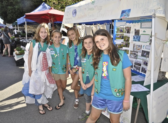 Girl Scouts selling reuseable shopping bags at Menlo Park Farmers Market