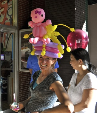 ballon lady at downtown Menlo Park block party
