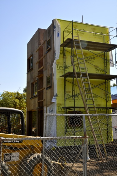 What's the story behind the tower being built on Cotton Street in west Menlo Park?