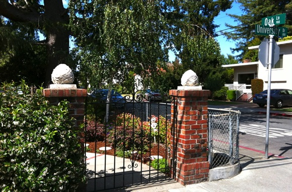 What's the story behind the cement artichokes in downtown Menlo Park?