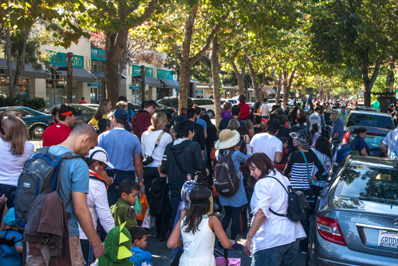 Menlo Park kids (and adults!) get in the Halloween spirit by parading and trick or treating downtown