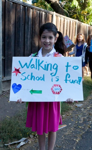 """These Laurel School families get to class on time the """"old-fashioned"""" way – by walking"""