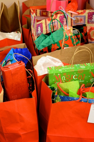 Peninsula Volunteers make picking out just the right gift easy for Rosener House participants
