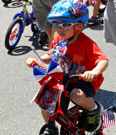 Tykes on bikes bring sea of red, white, and blue to Menlo Park's annual 4th of July parade