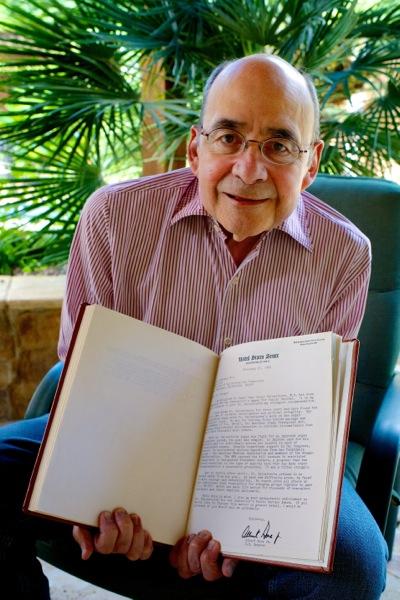 Dr. Oscar Salvatierra