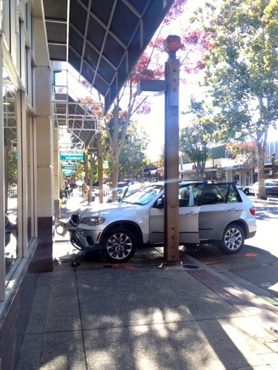 Post image for Automobile careens onto sidewalk near Walgreen's in downtown Menlo Park injuring two children