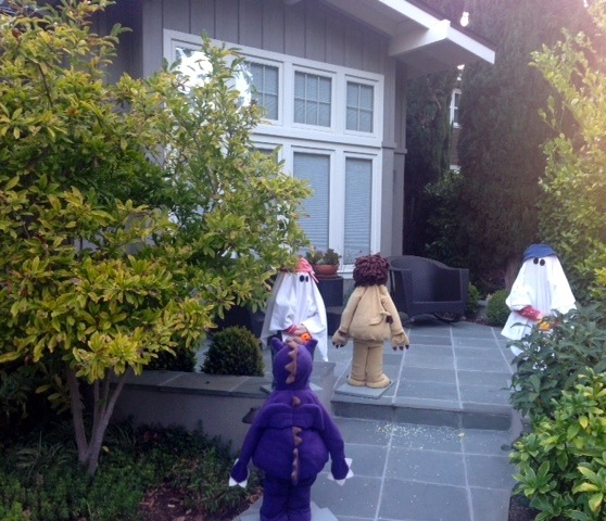 Post image for Spotted: Trick or treaters getting an early start in Menlo Park