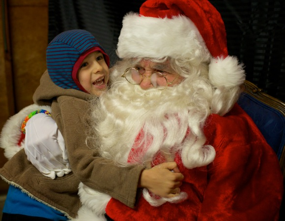 Post image for Santa Claus makes multiple appearances in Menlo Park over the weekend