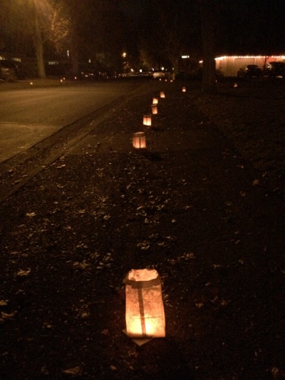 Post image for Mark your calendar for Dec. 24, 2014 to see west Menlo's fabulous luminarias