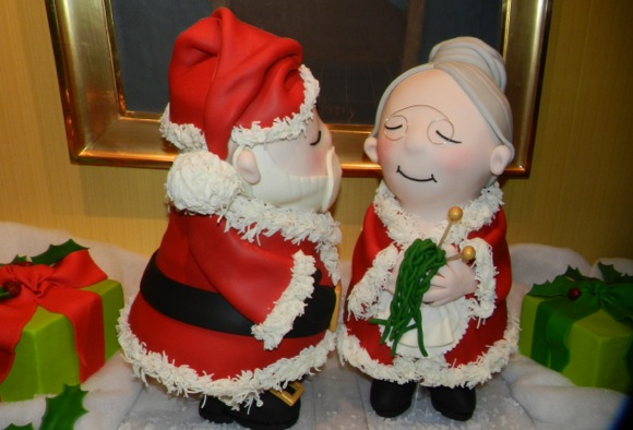 Mr and Mrs Claus cakes created by Studio Cake