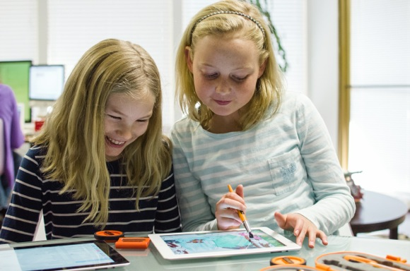 girls using Tricky Software Crayola Digitools