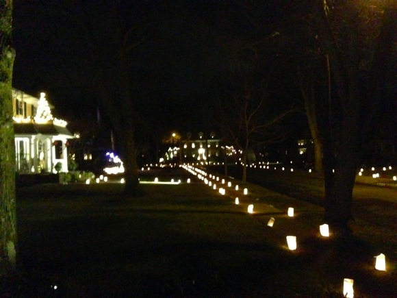 Mark your calendar for Dec. 24, 2014 to see west Menlo's fabulous luminarias