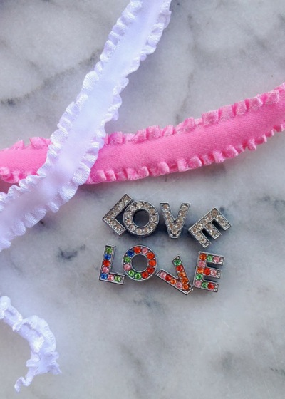 Love is in the hair – easy to make Valentines accessories