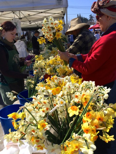 Post image for Sweet smell of winter continues to be favorite at Menlo Park Farmers Market