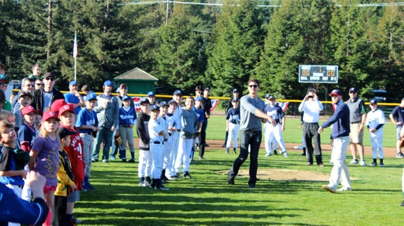 Post image for Eric Byrnes and Tommy Ford throw out first pitch to open Alpine West Menlo Little League season
