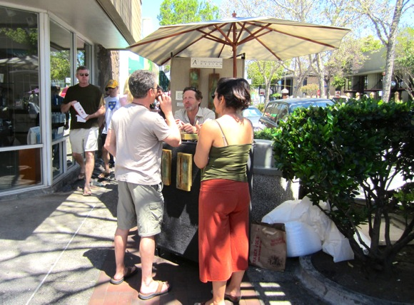 Post image for Menlo Park Sidewalk Fine Arts Festival runs April 11-13