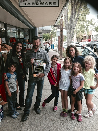 Post image for Spotted: Oak Knoll Buddy Bench group saying thanks to Ace Hardware's Mr. Oros