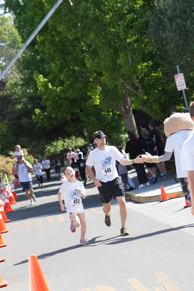Kids and parents turn out for annual Are You In? run in support of Menlo Park schools