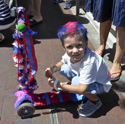 Trending at Menlo Park's 4th of July parade: Kids with blue and red hair!