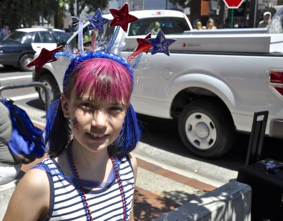 Post image for Trending at Menlo Park's 4th of July parade: Kids with blue and red hair!