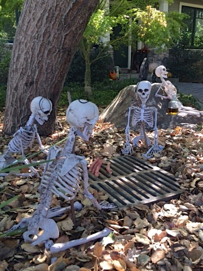 Spotted: Wacky Halloween decorations in Menlo Park