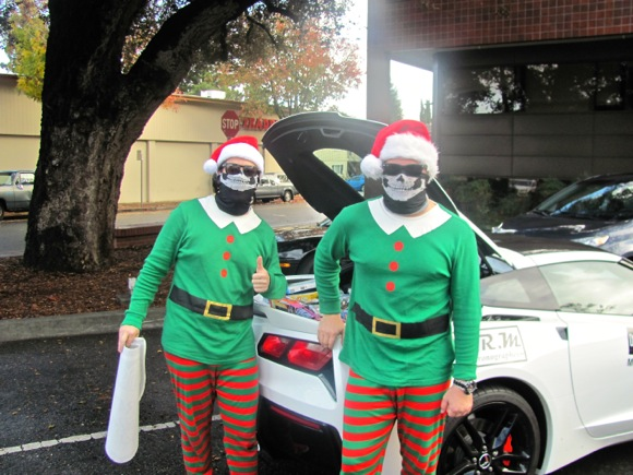 Post image for Holiday elves hang with the hot cars in Menlo Park parking lot