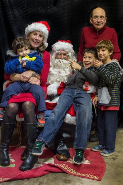 Santa Claus comes calling to west Menlo Park