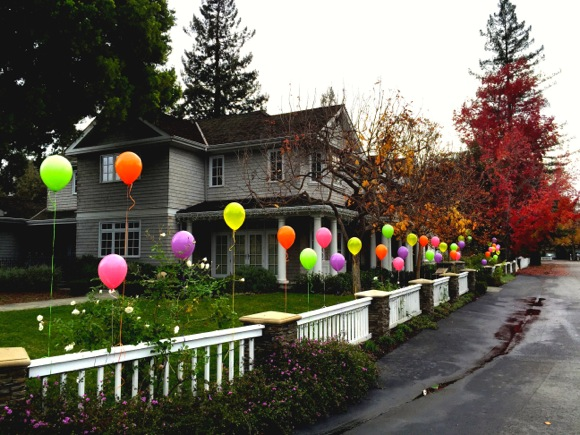 Post image for Spotted: Birthday balloons in west Menlo Park